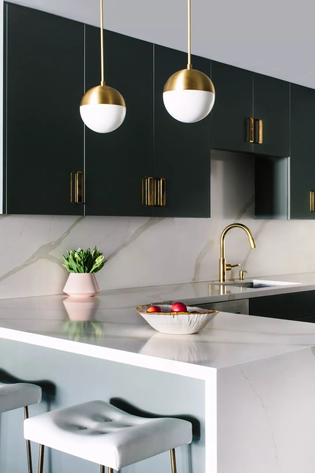 Black Lacquer | 舒适,迷人和清新的美学