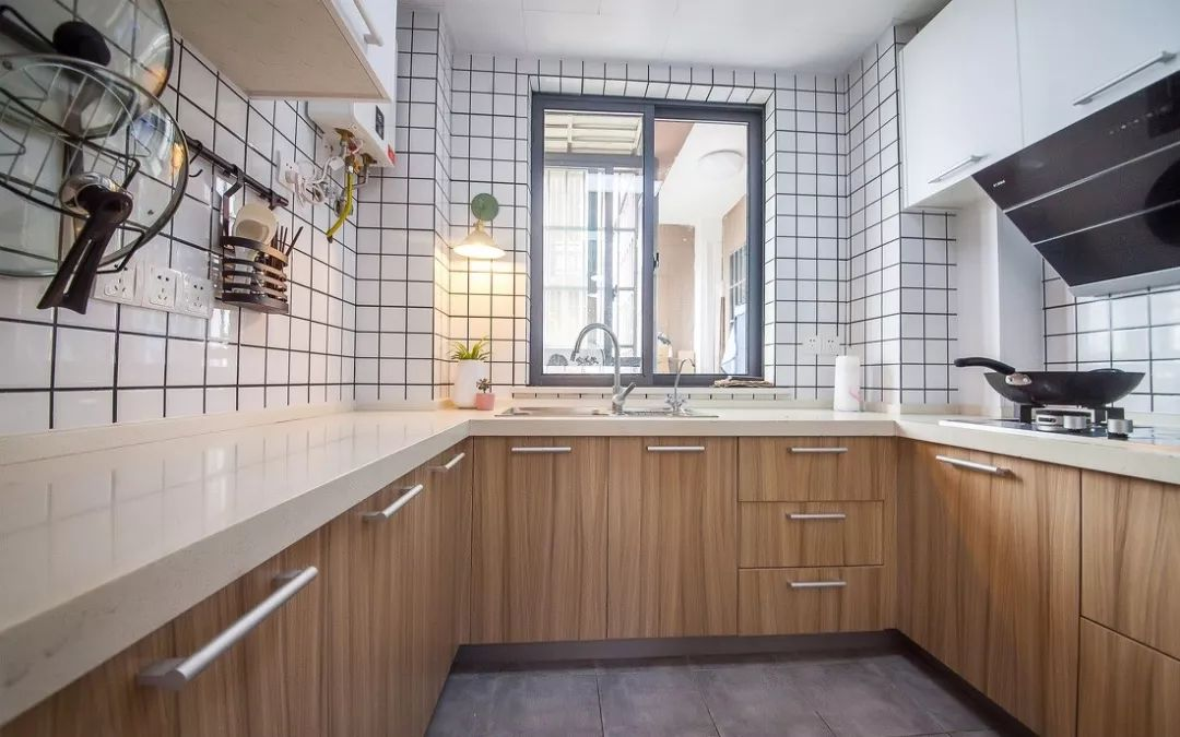 厨房橱柜台面选哪种好?选它性价比最高!